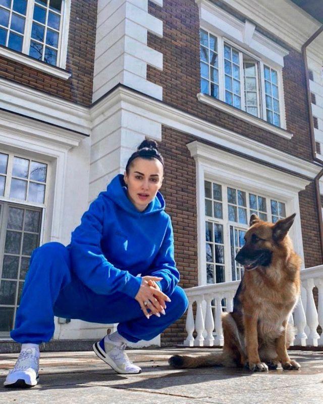 Тина Канделаки с собакой
