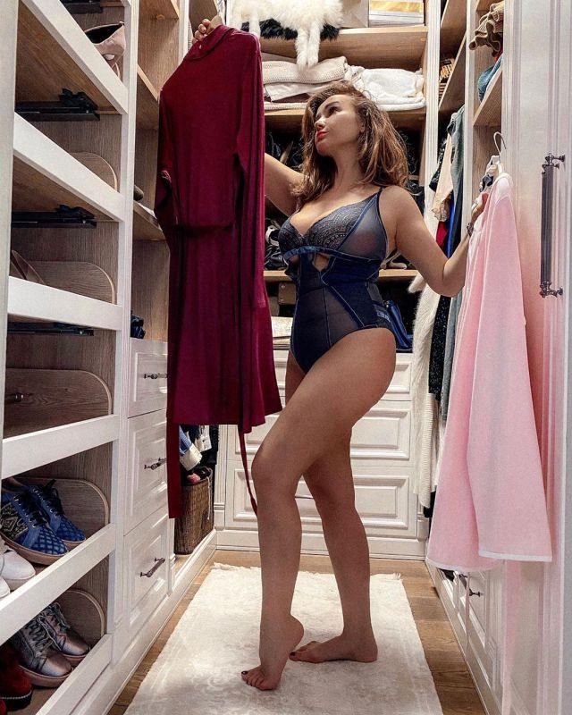 Анфиса Чехова в гардеробной