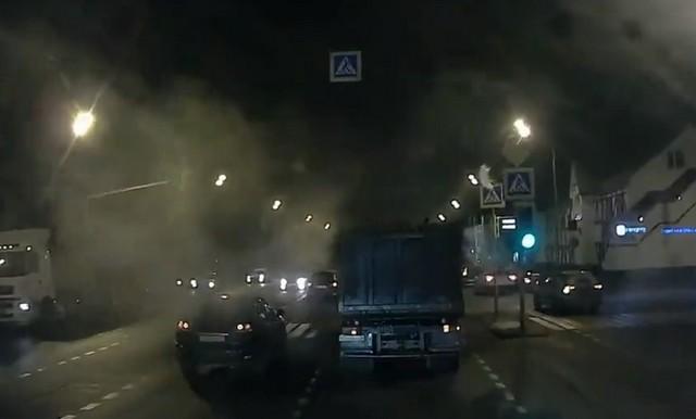Автомобили и фура едут по дороге