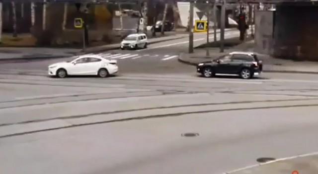 Перекресток с автомобилями