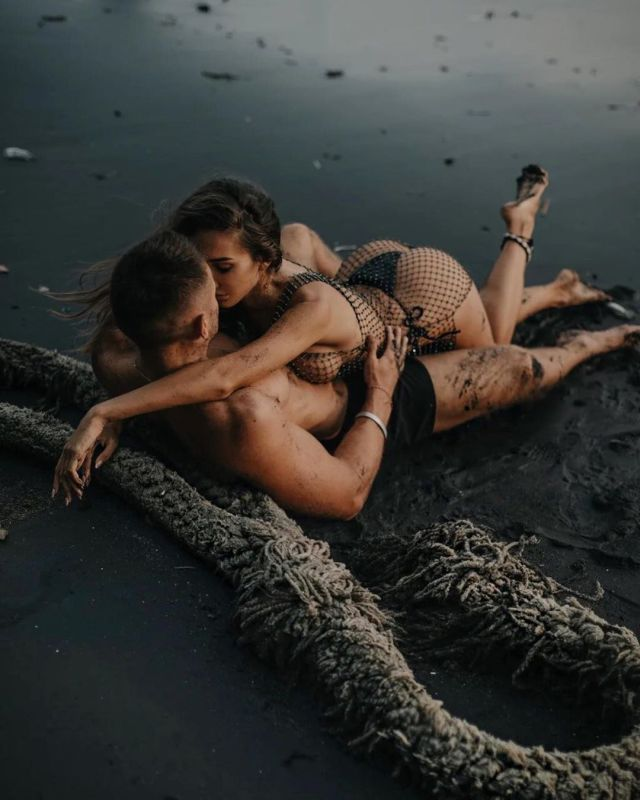 Анюта Рай с парнем