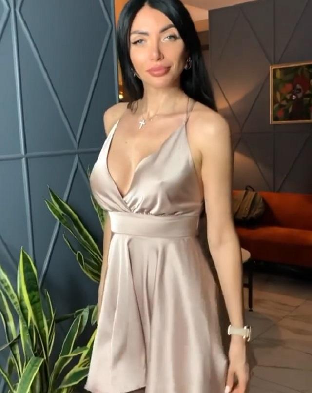 Марина Майер в платье