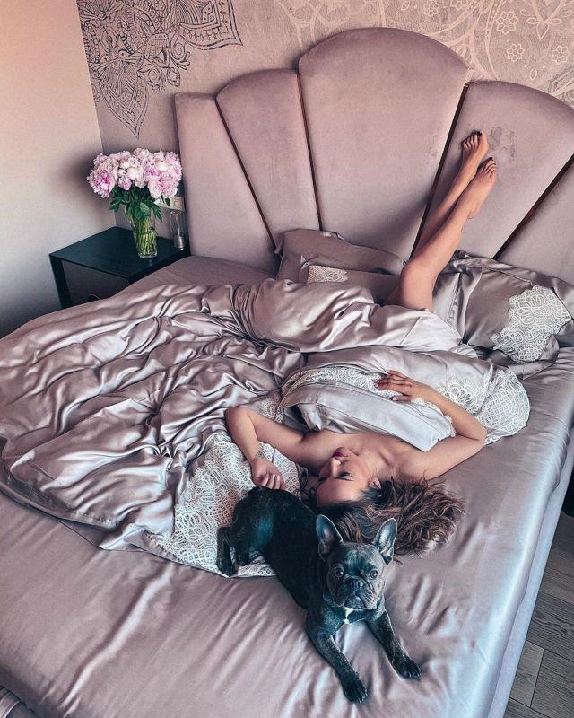 Обнаженная Анфиса Чехова опубликовала фото в кровати