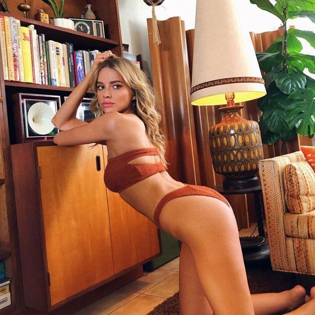 Таня Митюшина в купальнике