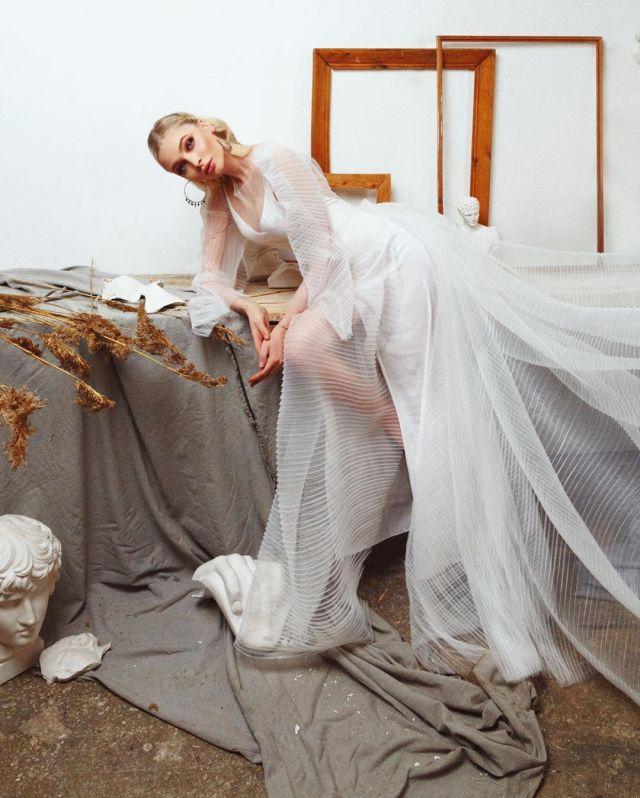 Алена Шишкова устроила профессиональную фотосесиссию дома