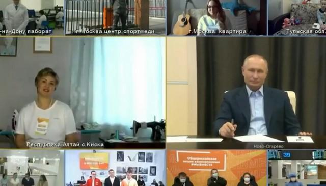 Владимир Путин общается с народом