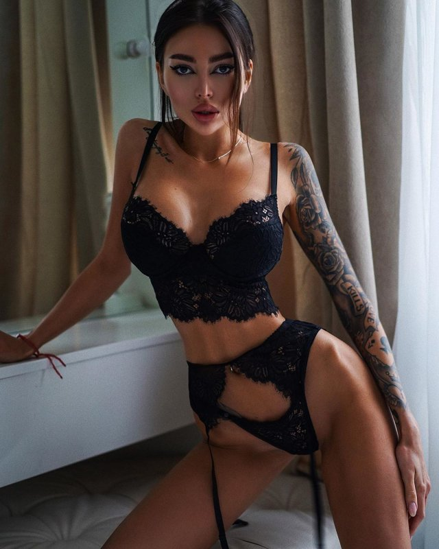 Instagram-модель Алена Омович