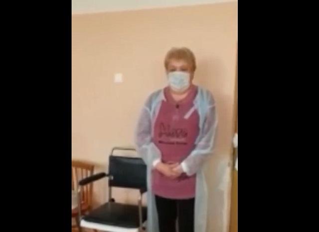 Медсестра в палате