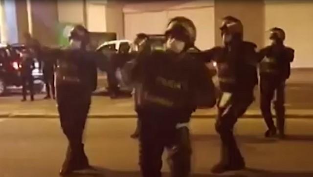 Полиция танцует