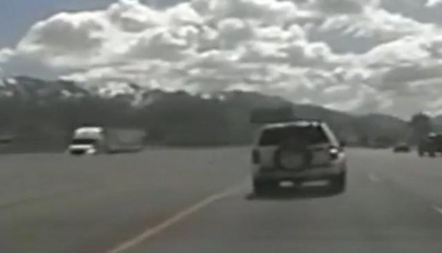 Машина на автостраде