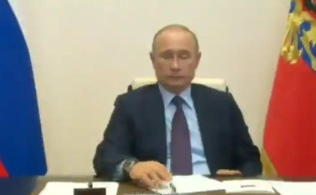 Скучающий Путин