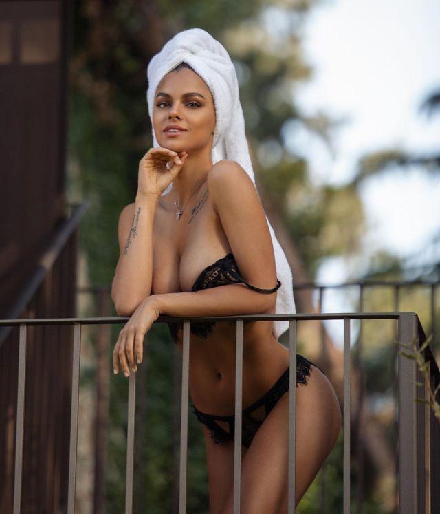 Виктория Одинцова в соблазнительном нижнем белье