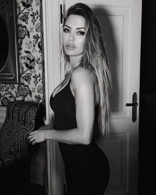 Виктория Боня в черном платье