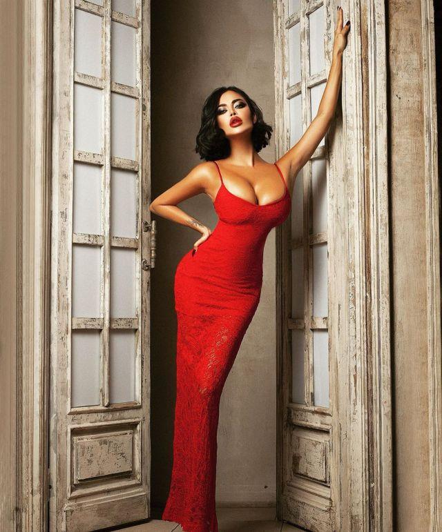 Нита Кузьмина в красном платье