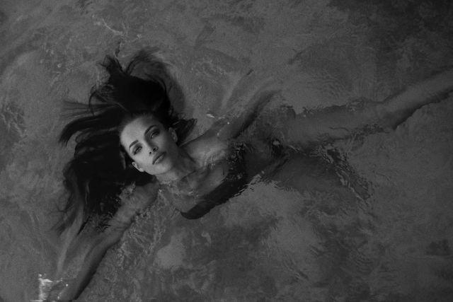 Инесса Шевчук в стильной черно-белой фотосессии