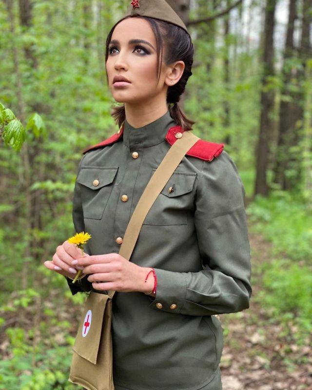 Ольга Бузова в военной форме