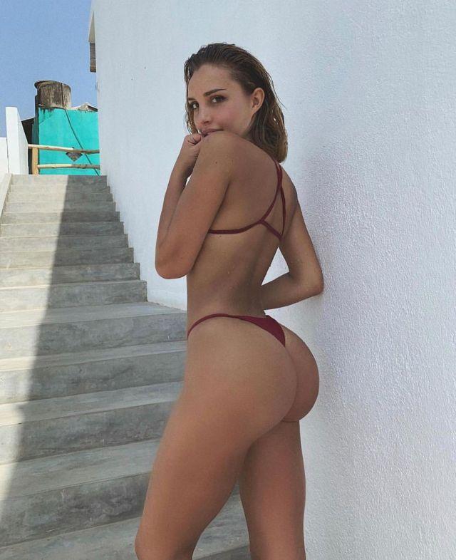 Вероника Белик в сексуальном бикини