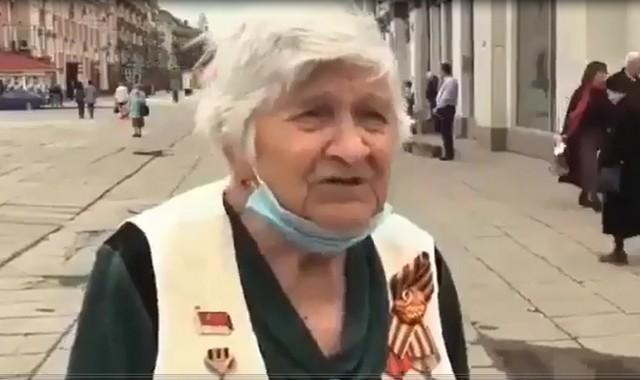 Бабушка дает интервью