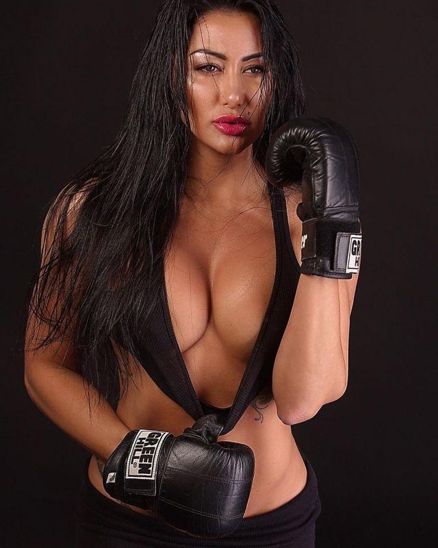 Ирина Ирис в боксерских перчатках
