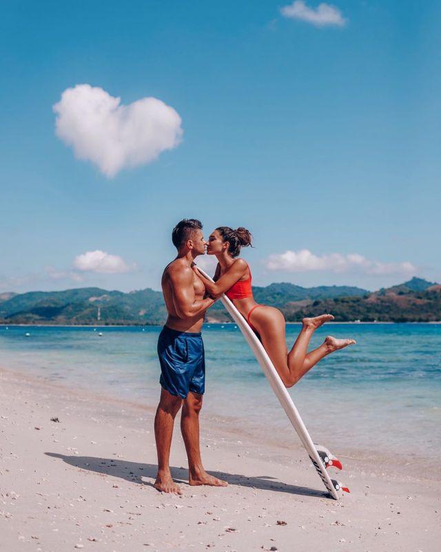 Анюта Рай наслаждается серфингом вместе со своим парнем