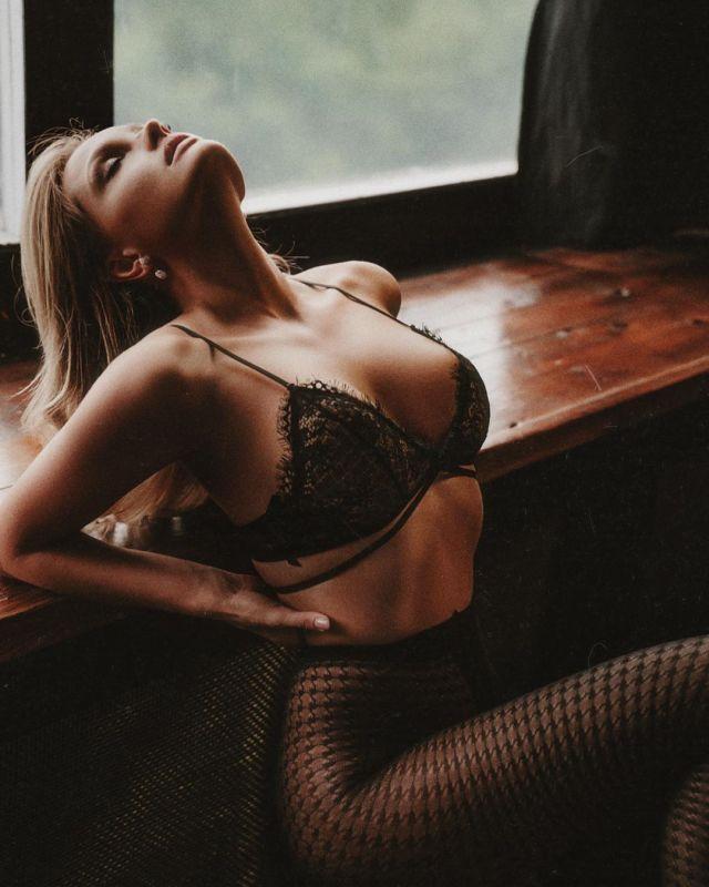 Екатерина Коба в сексуальном нижнем белье