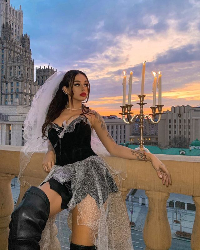 Фотосессия Дианы Мелисон в готическом стиле