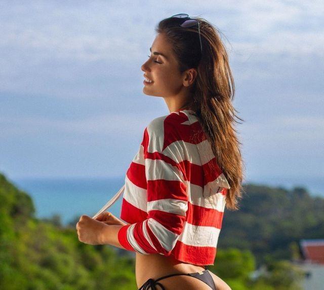 Ирина Дрейт на фоне океана