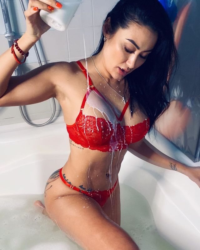 Ирина Ирис опубликовала горячее фото в ванной