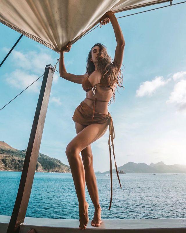 Анюта Рай в фотосессии на яхте