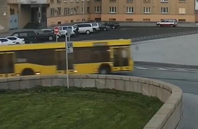Автобус горит в Санкт-Петербурге