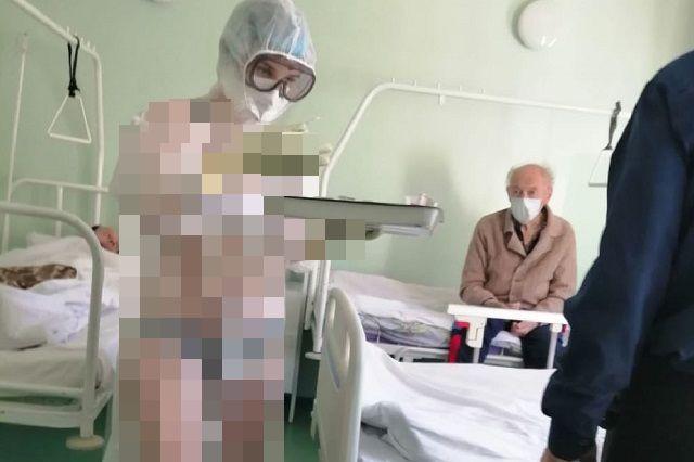 Доктор в защитном костюме