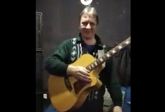 Настоящий виртуоз гитары