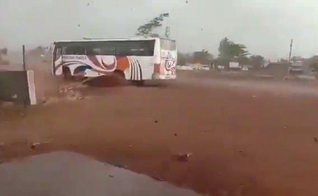 Суперциклон Ампан обрушился на Индию и Бангладеш
