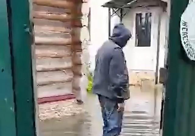Прорвало канализацию в Нахабино