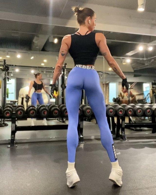 Ия Остергрен - модель из Швеции с невероятно длинными ногами
