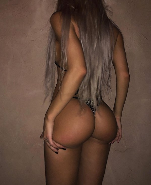 Вид на девушек сзади (30 фото)