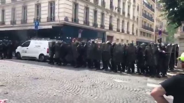 В Париже беспорядки и столкновения с полицией из-за протеста медиков