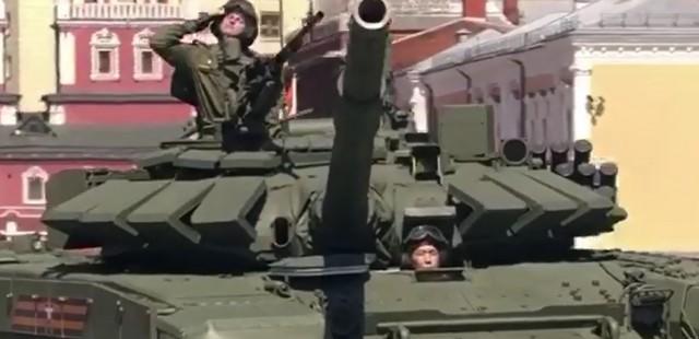 Танк на Красной площади