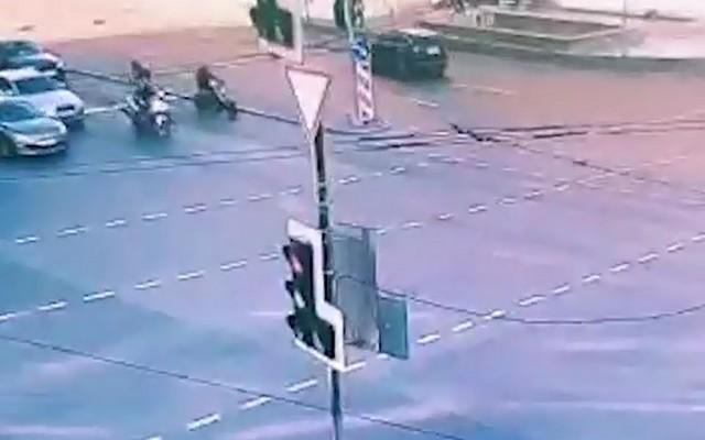 Авария с мотоциклистами на перекрестке