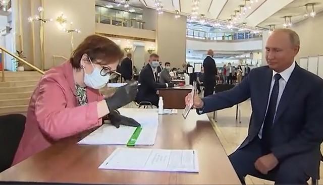 Владимир Путин на голосовании