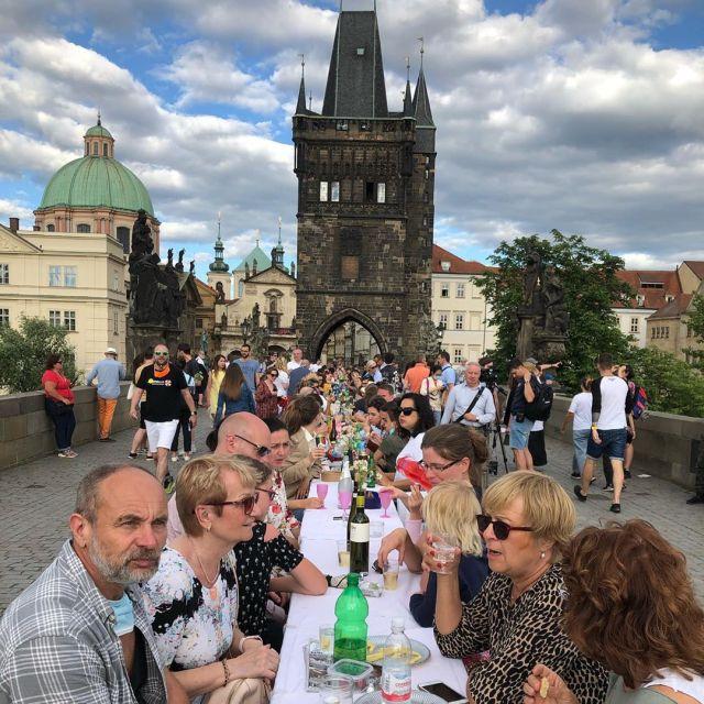 Пир на Карловом мосту в Праге