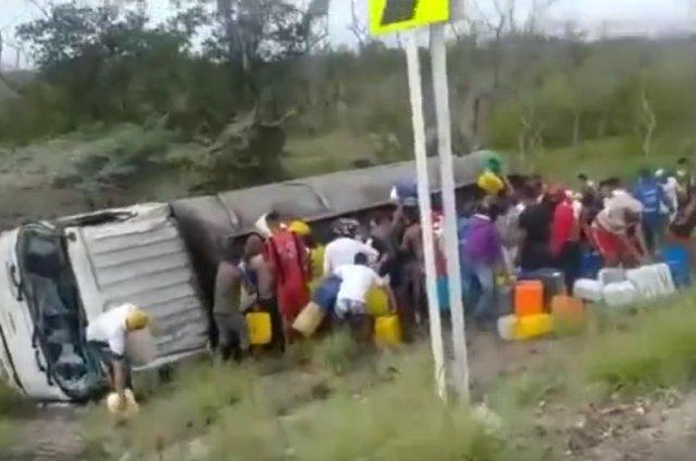 Колумбийцы захотели собрать бензин на месте ДТП и вот почему это плохая затея...
