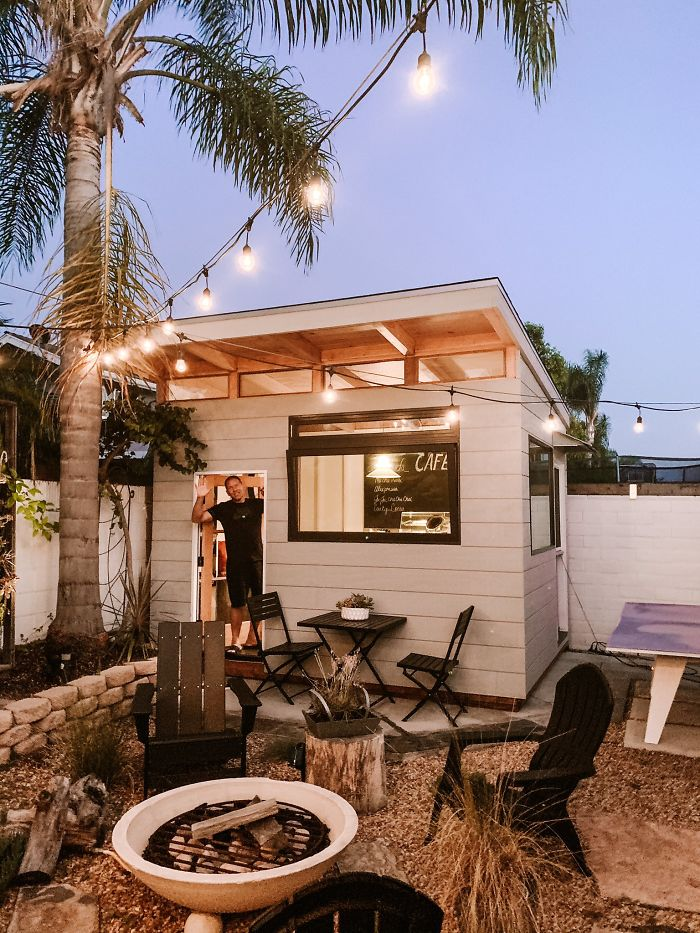 53-летний мужчина из Калифорнии построил на заднем дворе кофейню (12 фото)