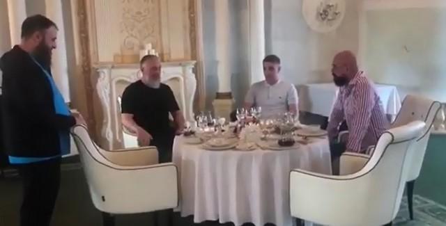 Чеченский блогер Зелимхан попросил прощения у блогера Святослава Коваленко, которого избил