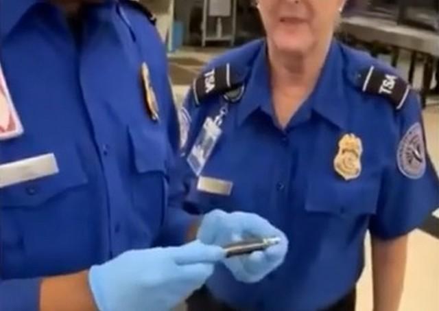 Стюарды в аэропорту