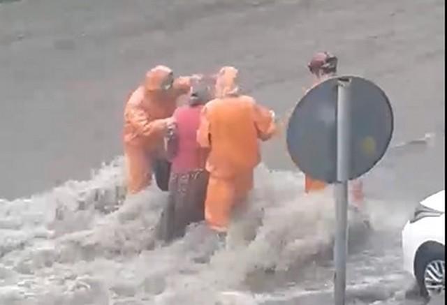 Непрекращающийся ливень в Ростове-на-Дону (4 видео)