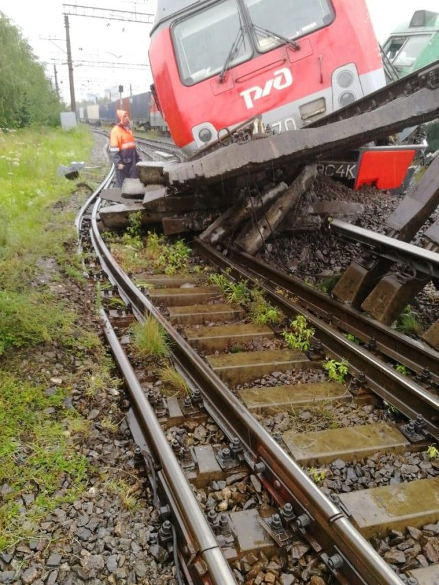 В Санкт-Петербурге столкнулись два товарных поезда