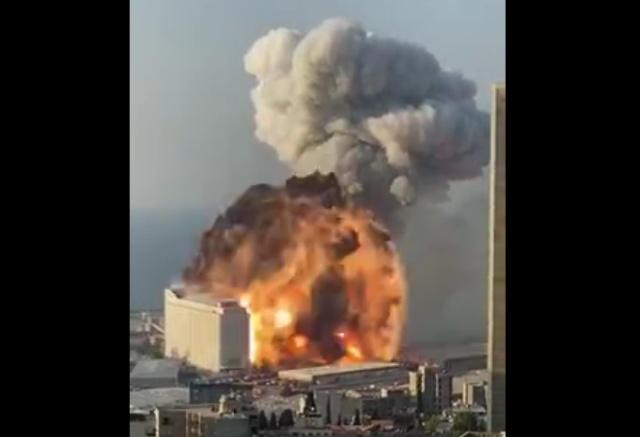 В Бейруте произошел мощный взрыв. Порт и центр столицы Ливана в руинах (5 видео)
