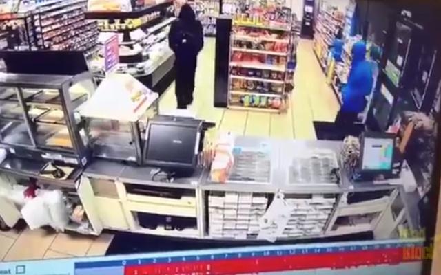 Полицейский вовремя оказался на месте ограбления