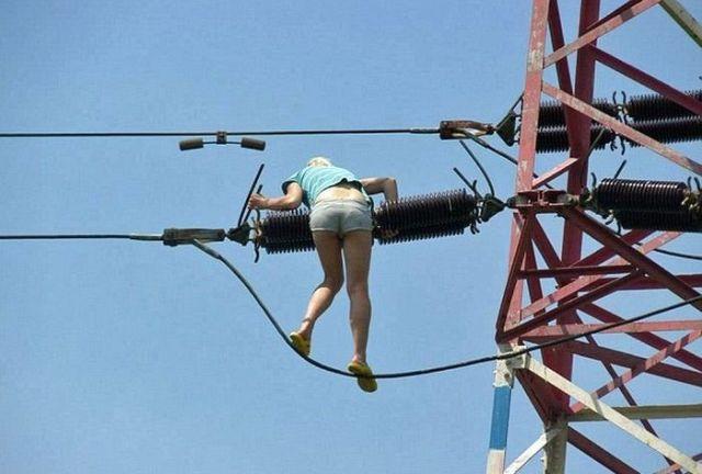 Девушка на проводах
